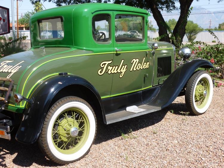 Tucson classic cars along the road