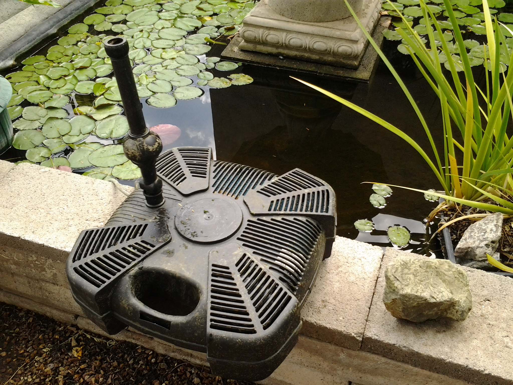 Best pond filter system all in one lifegard pump with uv for Garden pond pump filters