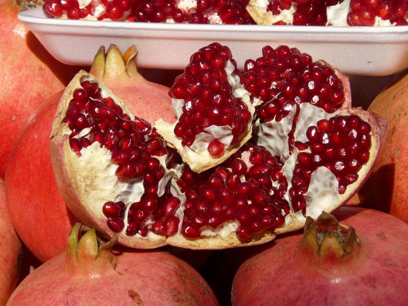 red seeds in pomegranate